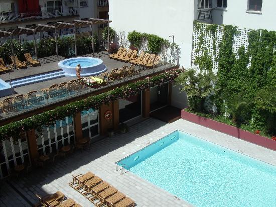 FERGUS Style Plaza Paris Spa: Zona piscinas y jacuzzi