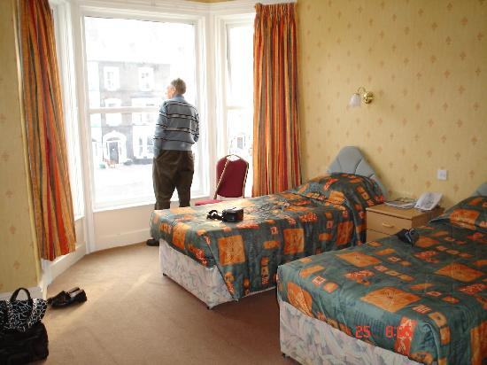The New Loretta Hotel: bedroom at the front of the hotel