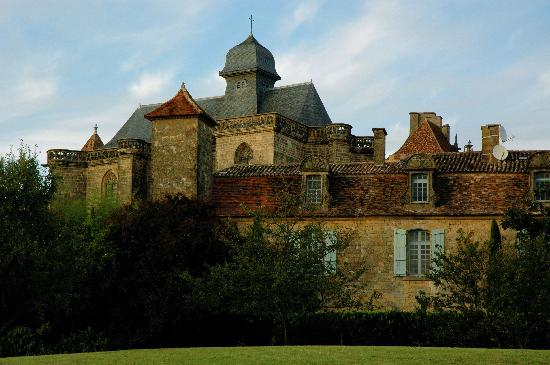 Le Prieure du Chateau de Biron : The priory rests in the shadow of chateau de biron
