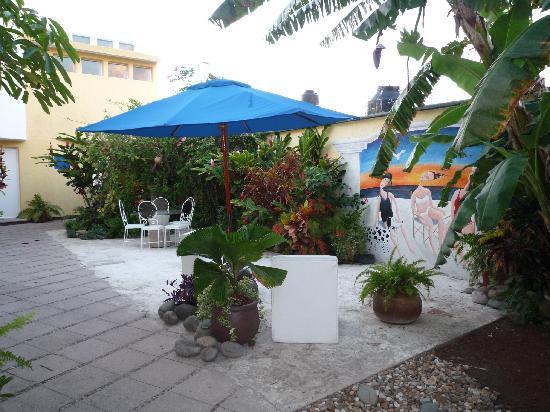 Villas Las Anclas: The gardens & lounging area in the front.