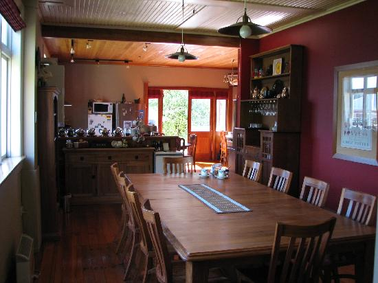 Holly Homestead B&B: Large Breakfast area