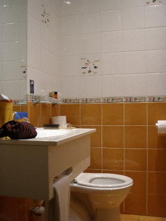 Hotel du Simplon: The bathroom in room 21