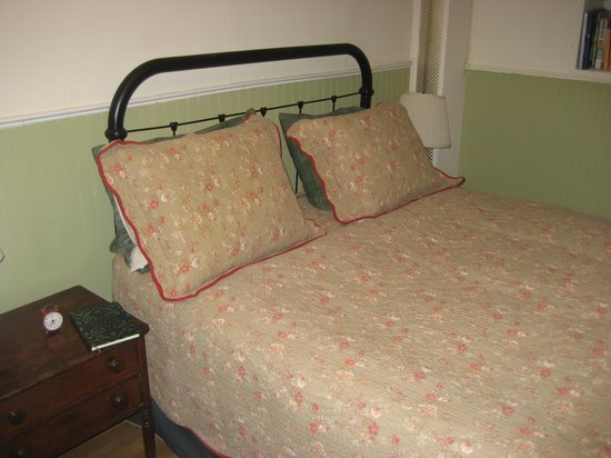 Jones Street Guesthouse: Bed in first floor apartment