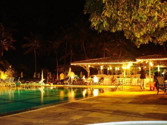 Club Med Itaparica: Piscia a noite