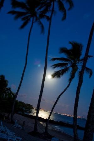Club Med Itaparica: Praia a noite