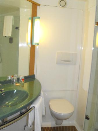 Ibis Saint Denis Stade Sud: La salle de bain
