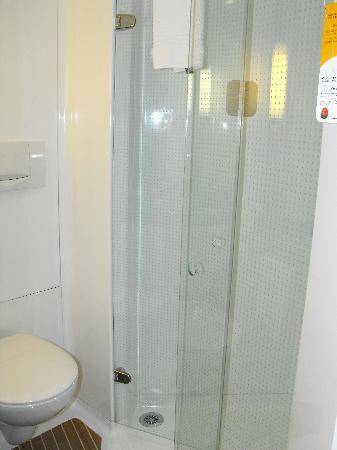 Ibis Saint Denis Stade Sud: Salle de bain