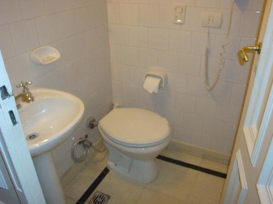 Rooney's Boutique Hotel: bathroom