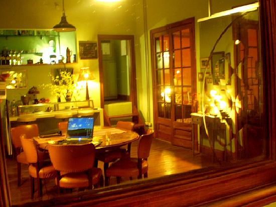 Livian Guesthouse: cozy dinning room and buffet breakfast area