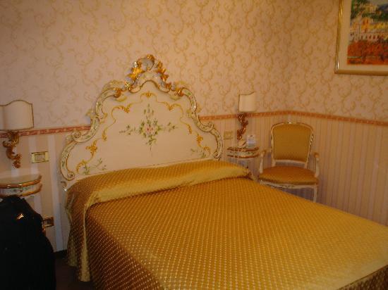 Alloggi Sardegna: Bed at Alloggi
