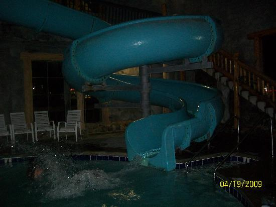Riverchase Motel: Splashing down the waterslide,whee.