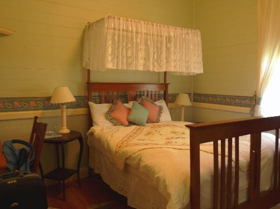 Maleny Lodge: The Room