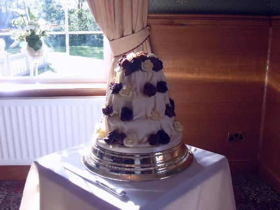 The Gables Hotel: Our cake