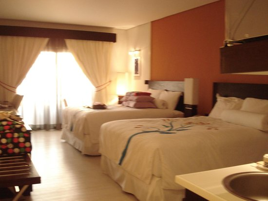 Thunderbird Resorts Poro Point: Beds