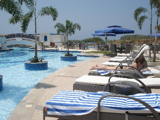Thunderbird Resorts Poro Point: Pool Area