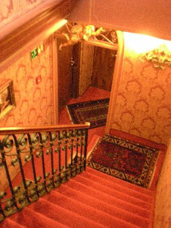 Hotel Lisbona: 階段の感じも撮ってみました