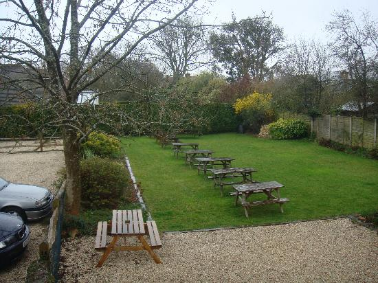 The Foresters Arms: Garden and carpark