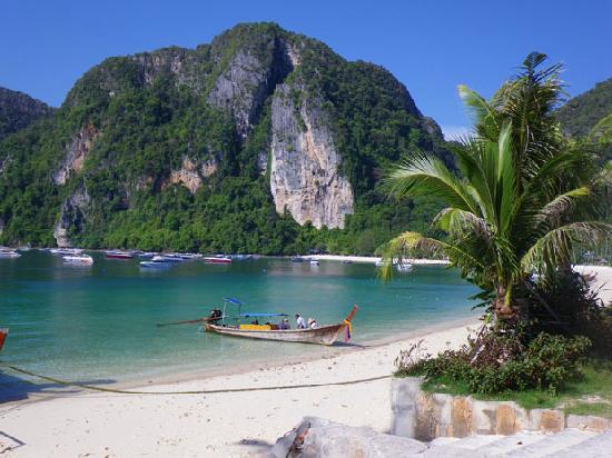 Tonsai bay infront of hotel picture of phi phi island for Hotels ko phi phi