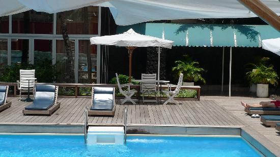 Hotel Akwa Palace : La piscine renovée
