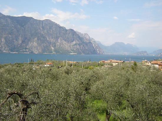 Hotel Casa Chincarini: Blick vom Zimmer über den Gardasee (Richtung Norden)