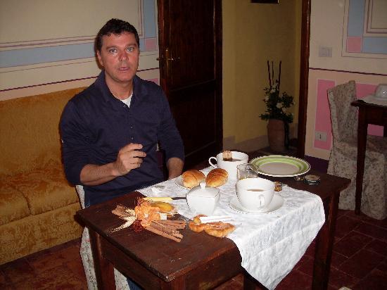 La Dimora del Poeta: Bi a colazione