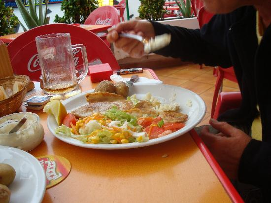Park Plaza Apartments: Fisch-Essen im Salmorejo Restaurant C.El Botanico