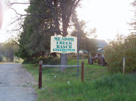 Meadow Creek Ranch Bed and Breakfast Inn: Entry to the Ranch