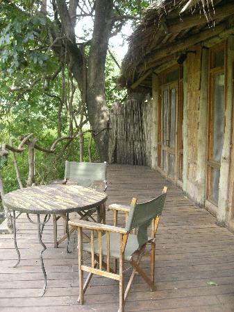 andBeyond Lake Manyara Tree Lodge : balcon de la chambre