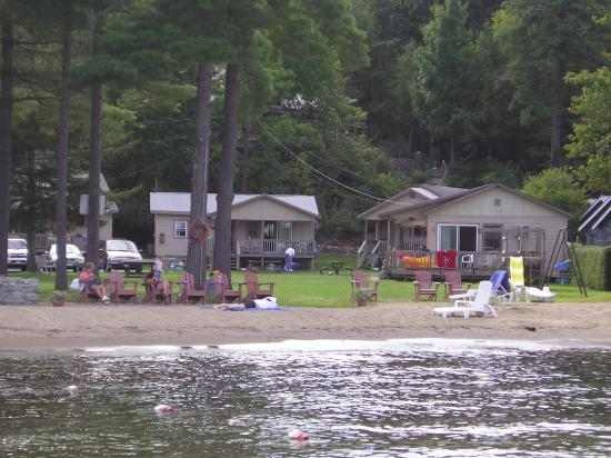 Mt. Knoll Beach Cottages: View of Mt Knoll from the Lake