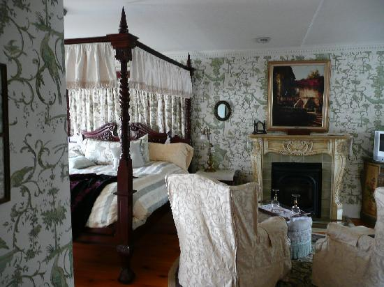 Annette Twining House: King George view from hall