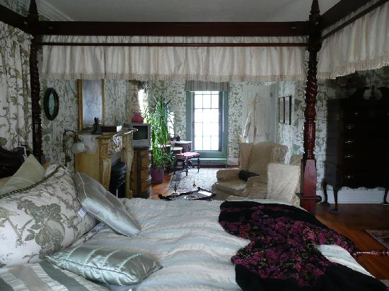 Annette Twining House: King George view across room