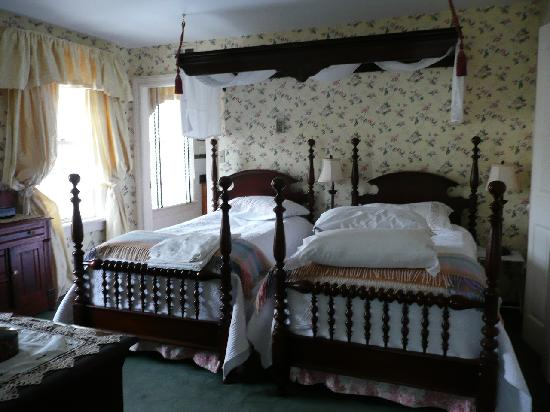 Annette Twining House: William and Mary main bedroom