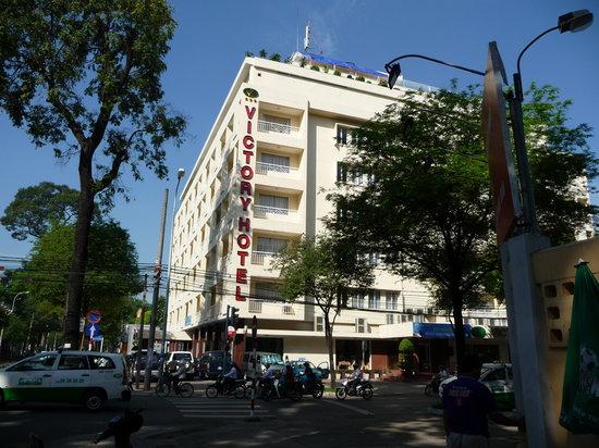 Khách sạn Victory: The outside