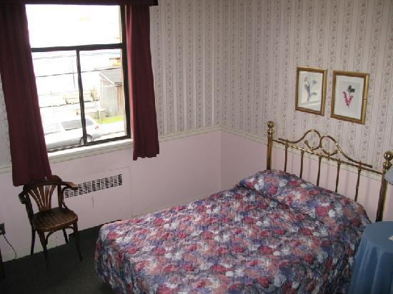 Steveston Hotel : Single room