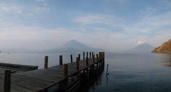 Hotel La Riviera de Atitlan: Vue de la plage