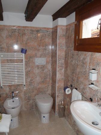 Venice Resorts: Rest of the Bathroom