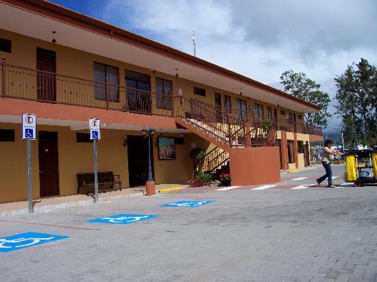 Hotel y Restaurante El Guarco: lots of parking