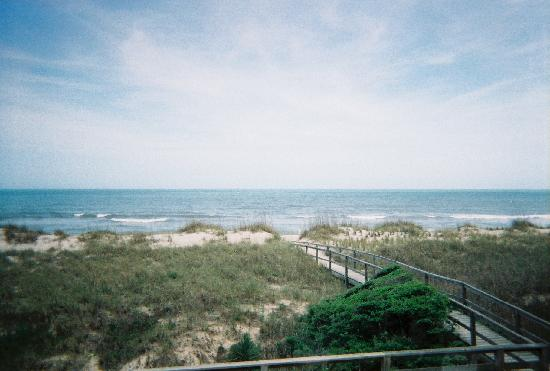 Beach House Inn and Suites: View from deck in front of room