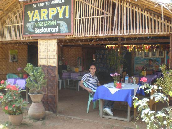 Yar Pyi Vegetarian Restaurant : Outdoor dining
