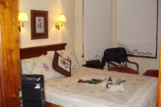 Emine Sultan Hotel & Suites: room 301