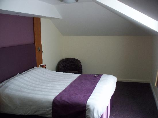 Premier Inn Portsmouth (Horndean) Hotel: decent sized room on the 2nd (top) floor...