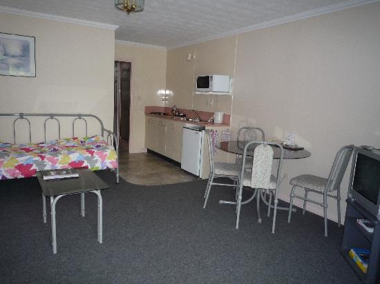 أشلي كورت موتل: Lounge / twin bed area