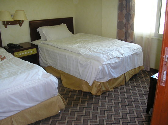 Ambassador Hotel: Great beds