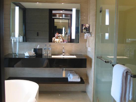 Hilton Bandung : Bathroom