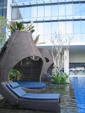 Hilton Bandung: The leisure huts, you will need to walk through shallow water