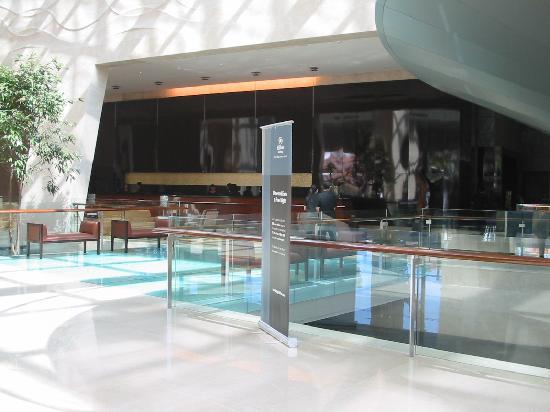 Hilton Bandung : Main Lobby