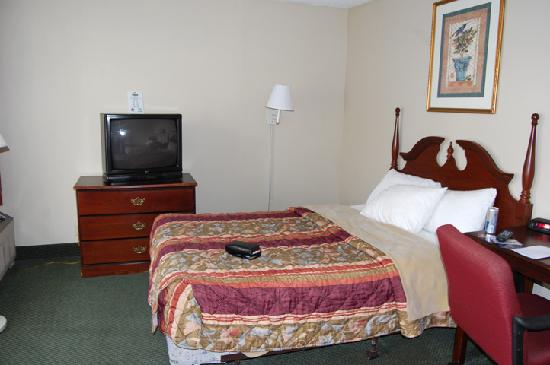 Days Inn Louisville Central University & Expo Center: our room 5/09