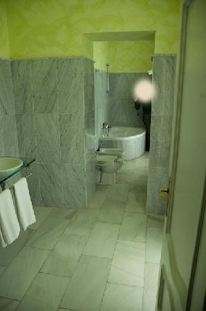 Palacete Mirador: bathroom
