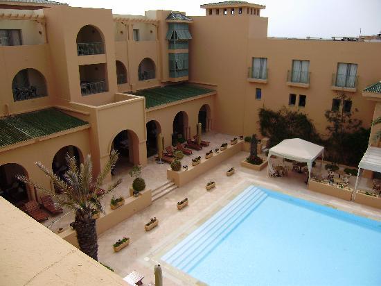 Alhambra Thalasso Hotel: Vu de notre chambre sur piscine