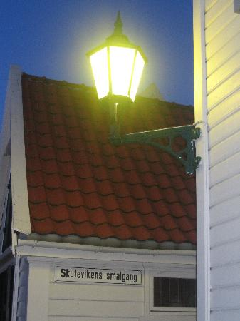 Skuteviken Guesthouse: Night time